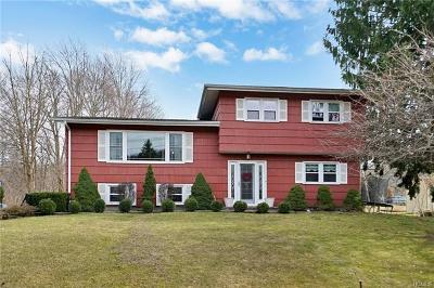 Monroe Single Family Home For Sale: 27 Merriewold Lane North