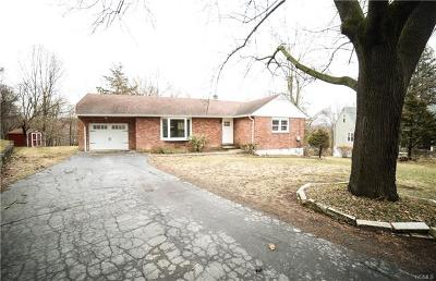 Newburgh Single Family Home For Sale: 106 Hy Vue Court