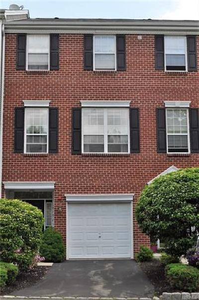 Nanuet Condo/Townhouse For Sale: 4 Autumn Drive