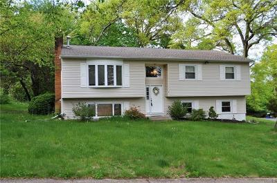 Nanuet Single Family Home For Sale: 2 Chaparral Road