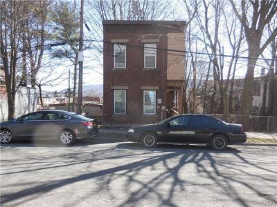 Newburgh Single Family Home For Sale: 17 Little Monument Street
