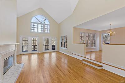 Mount Kisco Condo/Townhouse For Sale: 55 Old Town Crossing