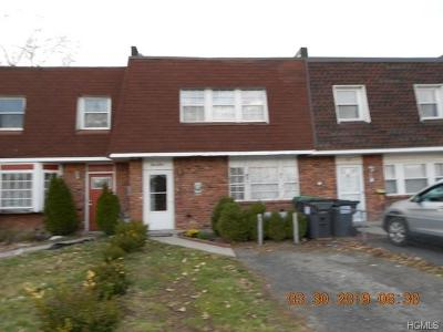 Middletown Single Family Home For Sale: 84 Sarah Lane