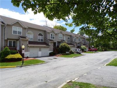 New Windsor Condo/Townhouse For Sale: 703 Driftwood Lane