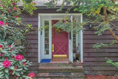 Newburgh Single Family Home For Sale: 56 Chestnut Lane