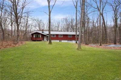 Pleasant Valley Single Family Home For Sale: 98 Gretna Woods Road