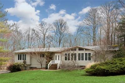 Pomona Single Family Home For Sale: 1 Emerald Drive