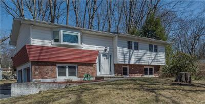 Newburgh Single Family Home For Sale: 8 Barbara Court