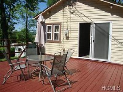 Monroe Single Family Home For Sale: 26 Crestwood Trail