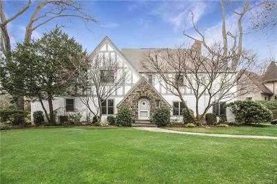 Larchmont Single Family Home For Sale: 2 Winged Foot Drive
