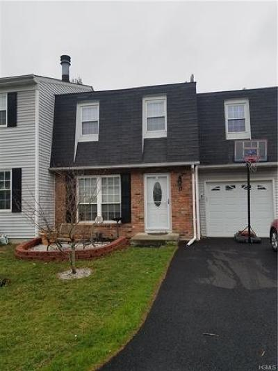 Fishkill Single Family Home For Sale: 17 Hawthorn Court