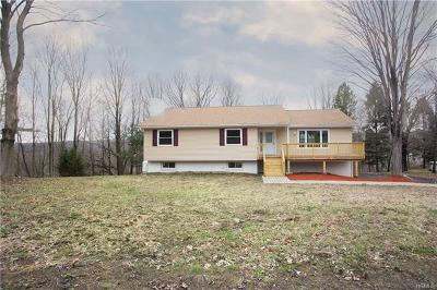 Newburgh Single Family Home For Sale: 6 Stillwater Lane