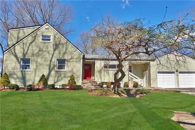 New Rochelle Single Family Home For Sale: 62 Stony Run