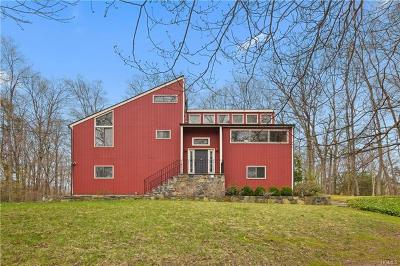 Westchester County Single Family Home For Sale: 18 Inwood Lane East