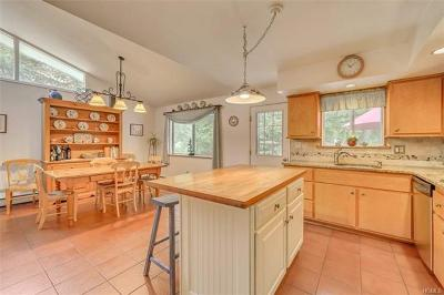 Rockland County Single Family Home For Sale: 24 North Lorna Lane