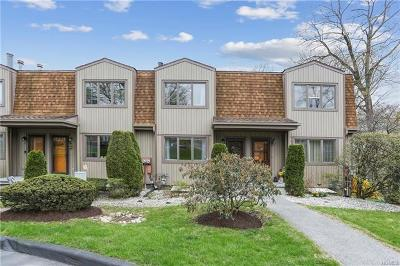 Westchester County Condo/Townhouse For Sale: 4 Pheasant Walk