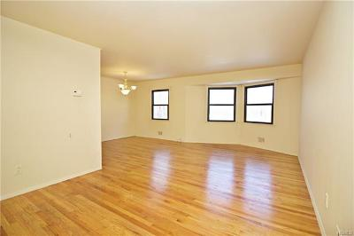 Westchester County Condo/Townhouse For Sale: 26 Dorset Court #F