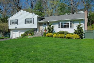 Westchester County Single Family Home For Sale: 56 Rolling Way