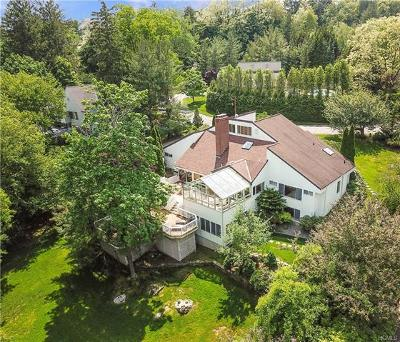 Westchester County Single Family Home For Sale: 17 Harrows Lane
