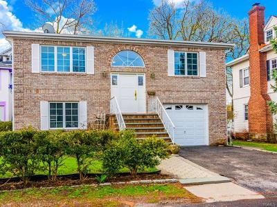 Bronxville Single Family Home For Sale: 33 Smith Place