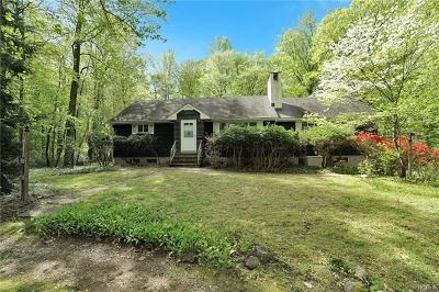 West Nyack Single Family Home For Sale: 135 Van Houten Fields