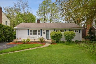 Yonkers Single Family Home For Sale: 29 Roundhill Drive