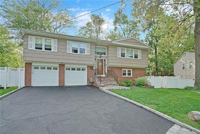 Hartsdale Single Family Home For Sale: 10 Frost Lane