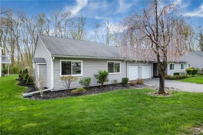 Yorktown Heights Condo/Townhouse For Sale: 152 Flintlock Way #A