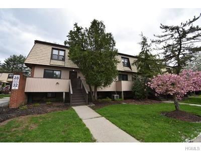 Condo/Townhouse For Sale: 28 Heritage Drive #D