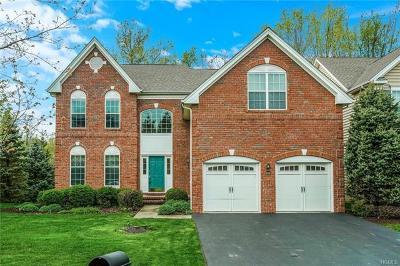 Fishkill Single Family Home For Sale: 609 Creekside Lane