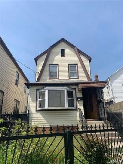 Single Family Home For Sale: 97-08 190 Street