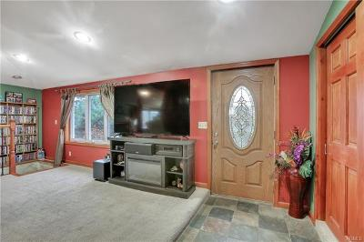 Monroe Single Family Home For Sale: 86 Cromwell Hill Road