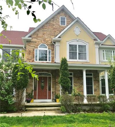 Fishkill Single Family Home For Sale: 8 Lilac Lane