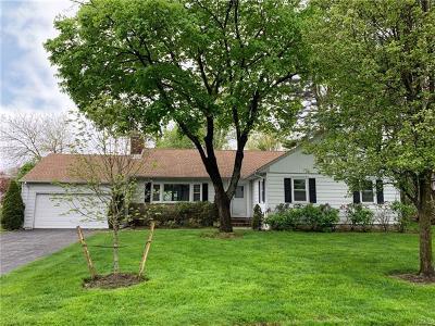 White Plains Single Family Home For Sale: 8 Hemlock Circle