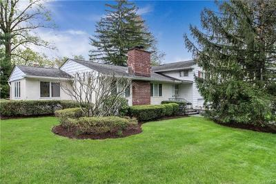 White Plains Single Family Home For Sale: 14 Meadow Way