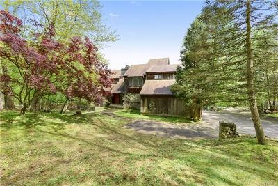 Bedford Hills Single Family Home For Sale: 86 Bedford Center Road