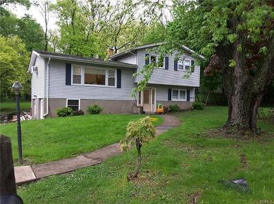 Monroe Single Family Home For Sale: 19 Merriewold Lane South