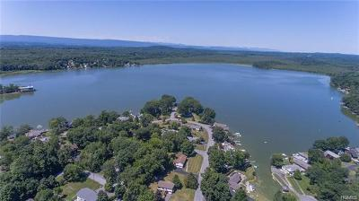 Newburgh Single Family Home For Sale: 417 Lakeside Road