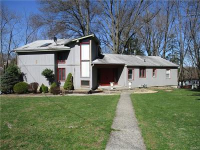 Monroe Single Family Home For Sale: 46 Woodland Road