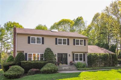White Plains Single Family Home For Sale: 15 Quincy Lane