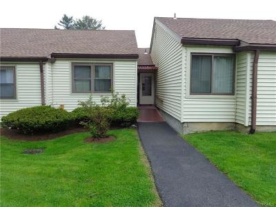 Yorktown Heights Condo/Townhouse For Sale: 49 Jefferson Oval #D