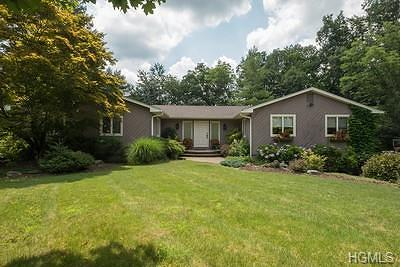 Suffern Single Family Home For Sale: 12 Evergreen Court