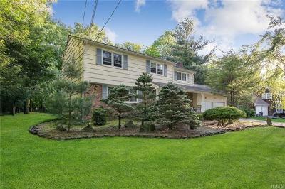 Montebello Single Family Home For Sale: 33 East Mayer Drive