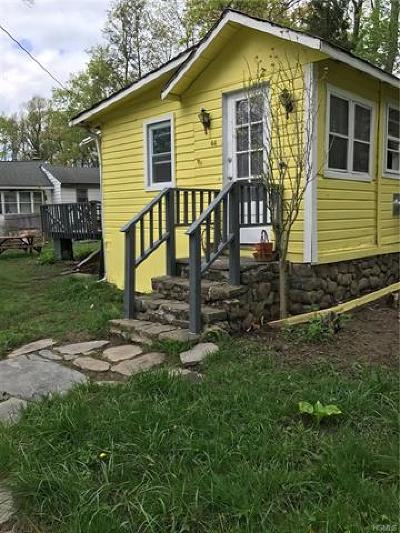 Monroe Single Family Home For Sale: 44 Laurel Trail