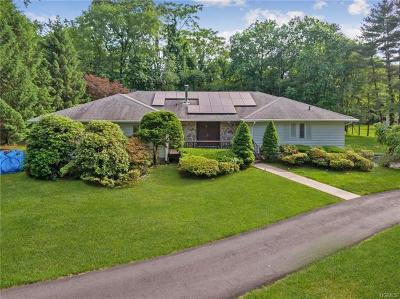 West Nyack Single Family Home For Sale: 2 Brookdale Court