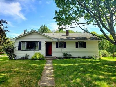 Middletown Single Family Home For Sale: 20 Karen Drive