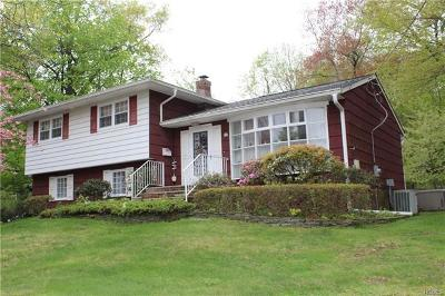 West Nyack Single Family Home For Sale: 11 Split Rock Court