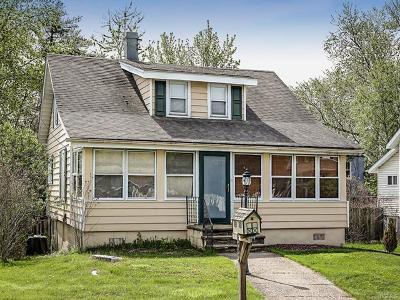 Middletown Single Family Home For Sale: 153 Commonwealth Avenue