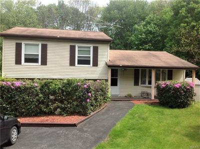Middletown Single Family Home For Sale: 37 Karen Joy Drive