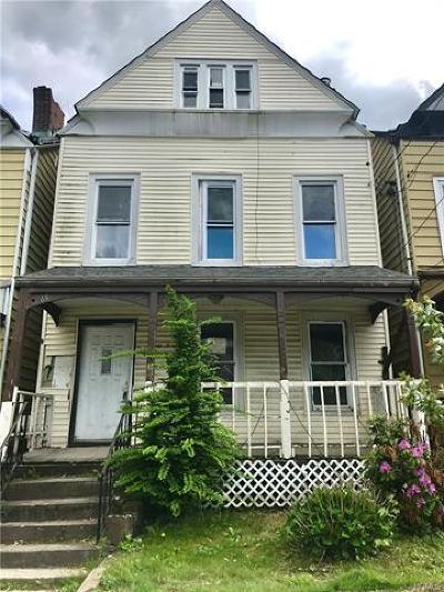 Newburgh Single Family Home For Sale: 65 Carson Avenue